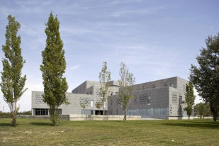 id640_University_Campus_in_Tortosa_img_01-609x406