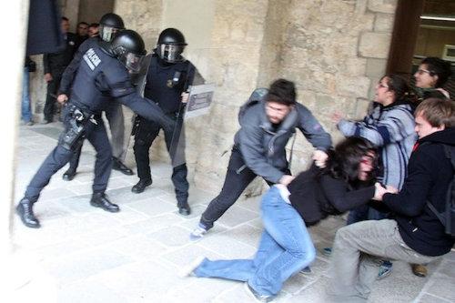 Carrega-policial-UdG-ACN_ARAIMA20130201_0277_20