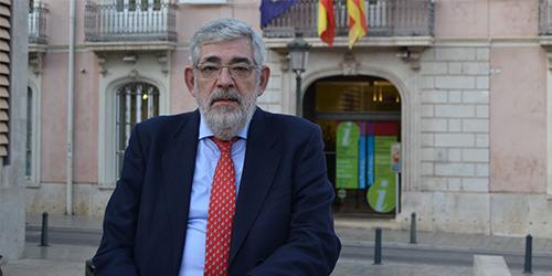 Vicente-Navarro-de-Lujan-nou-president-de-la-Xarxa-Vives-dUniversitats_web-2048x932